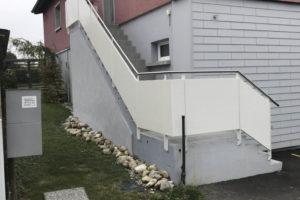 Barrière avec remplissage en tôle
